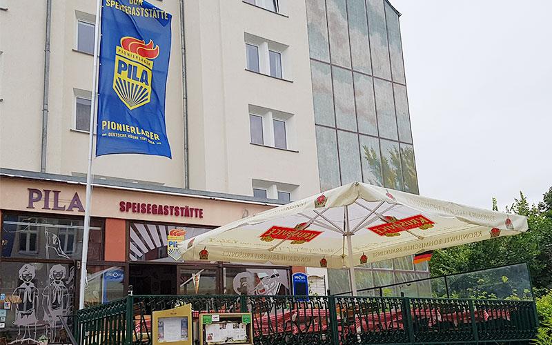 Großartig Das Restaurant PILA (Pionierlager) Befindet Sich Idyllisch Gelegen Am  Volkspark Friedrichshain Im Bezirk Friedrichshain Und Bietet Leckere Deutsche  Küche.
