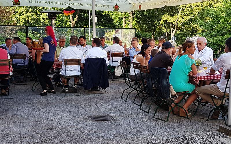 Das Restaurant PILA (Pionierlager) Befindet Sich Idyllisch Gelegen Am  Volkspark Friedrichshain Im Bezirk Friedrichshain Und Bietet Leckere Deutsche  Küche.